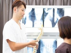 三島市 かきたがわ整体院 背骨と腰痛の関係の説明
